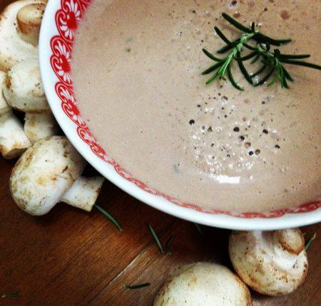 Sopa de Cogumelo Paris com Alecrim