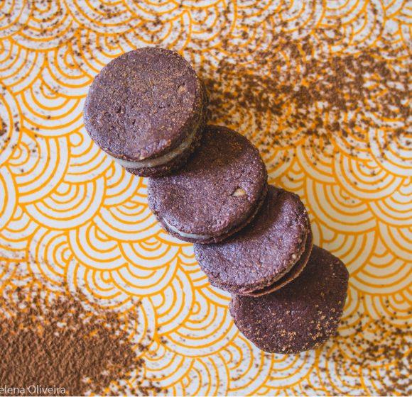 Biscoito de Cacau recheado com Coco
